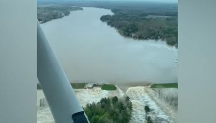 مشی گن میں دو ڈیم ٹوٹنے سے میلوں رقبہ زیر آب، ایمرجنسی نافذ