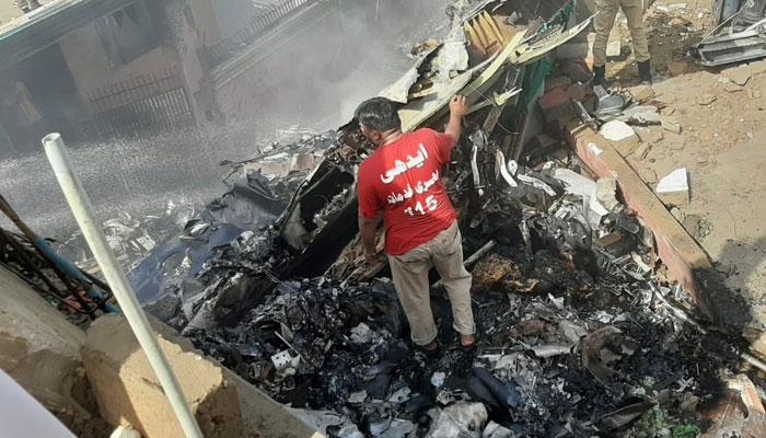 PIA کی پرواز کو کراچی میں حادثہ، ہلاکتوں کا خدشہ