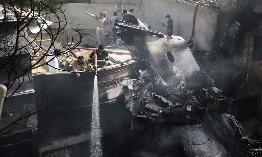 طیارہ حادثہ: وقاص اور ان کی اہلیہ کی تدفین آج ہو گی