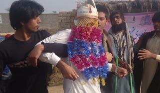 فیصل آباد: پابندی کے باوجود ہال میں شادی، دولہا اور باراتی گرفتار