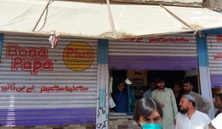 کراچی: اسٹور پر ڈکیتی ناکام، دکاندار کی فائرنگ سے ڈاکو ہلاک