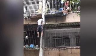 چین: دوسری منزل کی کھڑکی میں پھنسے بچے کو گرنے سے بچالیا