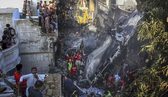 طیارےکے ملبے سے مزید جلی ہوئی رقم مل گئی