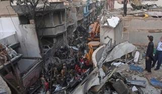 کراچی: ایئربس ماہرین کا ہیلی کاپٹر کے ذریعے جائے حادثہ کا معائنہ