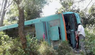 خانیوال میں بس اُلٹ گئی، 6 مسافر جاں بحق