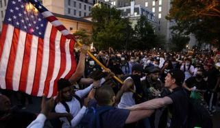 امریکا: سیاہ فام شخص کے قتل کیخلاف احتجاج کئی شہروں تک پھیل گیا