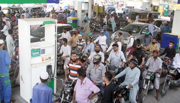 کراچی کے مختلف پمپس پر پیٹرول اور ڈیزل کی کمی