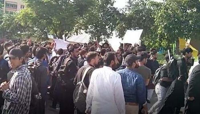 اسلام آباد، یونیورسٹی طلبا کا ہائی ایجوکیشن کمیشن کے سامنے مظاہرہ