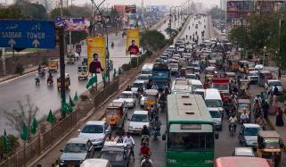 سندھ میں پبلک ٹرانسپورٹ کھلنے کے باوجود گاڑیوں کی تعداد کم