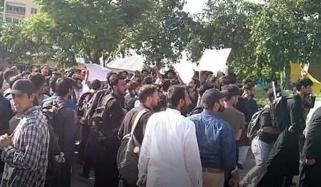 اسلام آباد، طلبہ کا آن لائن کلاسز پورے ملک میں شروع کرانے کا مطالبہ