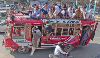 کراچی: ایس او پیز کی خلاف ورزی پر بس ڈرائیورز کیخلاف کارروائیاں تیز
