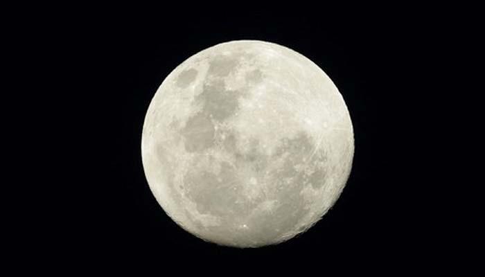 چاند کو گرہن لگ گیا، آغاز رات 10بجکر 46 منٹ پر ہوا