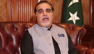 گورنر سندھ نے کورونا کے مریضوں کیلئے اپنا پلازما عطیہ کیا