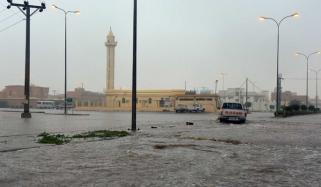 سعودی عرب میں موسلادھار بارش، نشیبی علاقے زیر آب آگئے