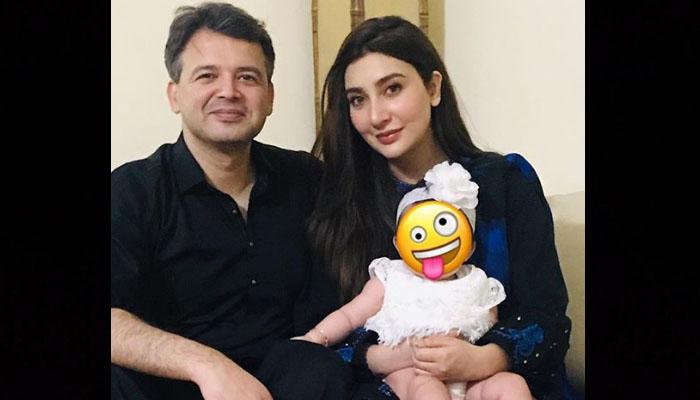 عائشہ خان کی بیٹی اور شوہر کیساتھ تصاویر وائرل