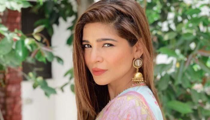عائشہ عمر کا فینز کو پیغام