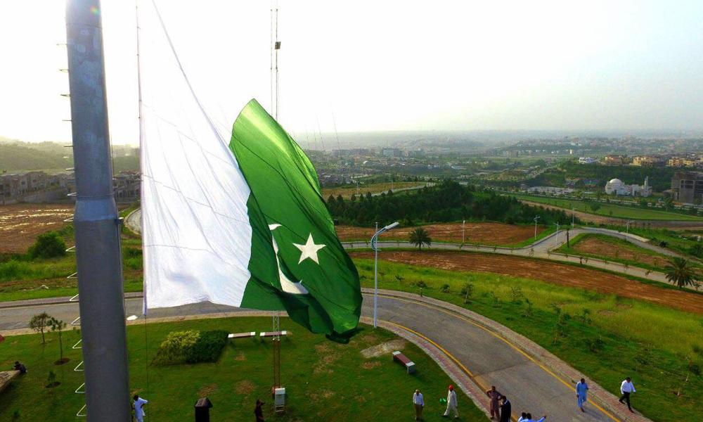 کراچی، دنیا کا سب سے اونچا مخروطی پرچم لہرا دیا گیا