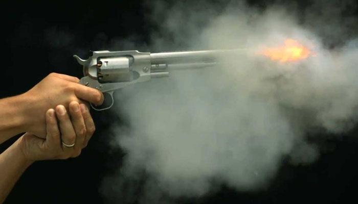 جھنگ میں چیئرمین نیب وڈیومعاملے کی کردارطیبہ گل کی کار پر فائرنگ