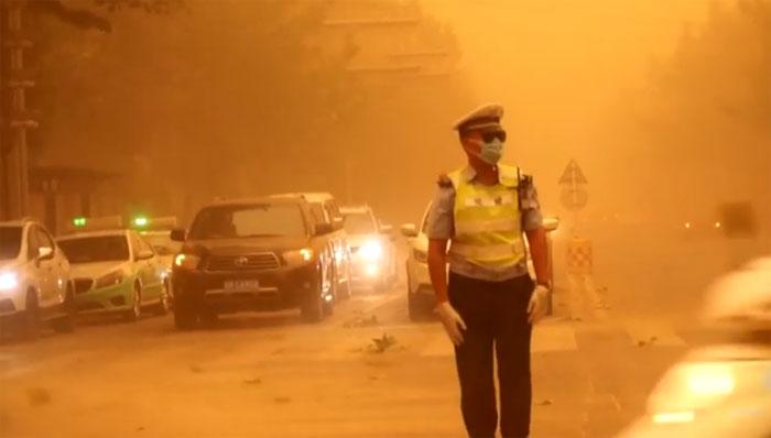 چین میں مٹی کا طوفان، لوگ خوفزدہ، نظام زندگی درہم برہم
