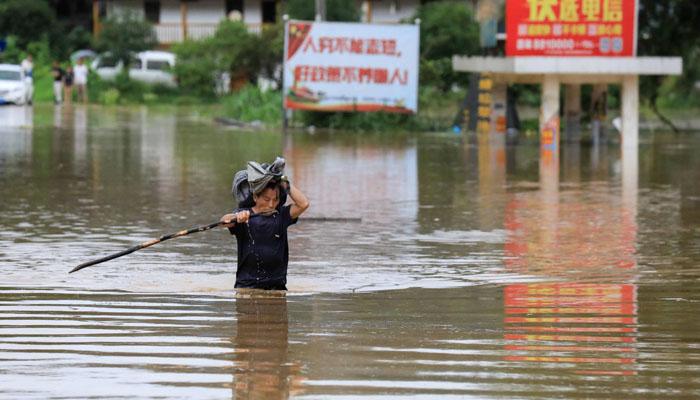 چین : سیلاب کی تباہ کاریاں، سیکڑوں عمارتیں بہہ گئیں