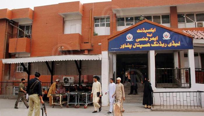 پشاور: لیڈی ریڈنگ اسپتال میں کورونا مریضوں کیلئے اقدامات