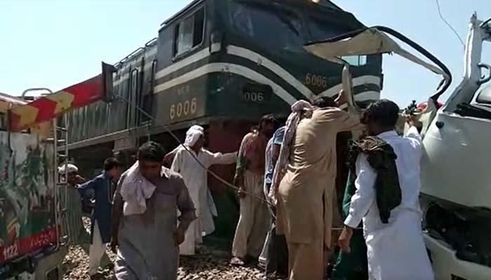 شیخوپورہ: ٹرین حادثہ، ہلاکتوں کی تعداد 22 ہوگئی