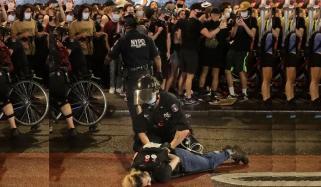 امریکی پولیس اہلکار تشدد کے پرانے طریقوں سے باز نہ آسکے