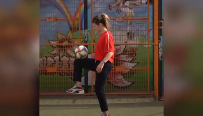 فرانسیسی حسینہ کا فٹبال سے کرتب بازی کا شاندار مظاہرہ