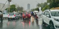 کراچی: شہر میں پہلی بارش کے بعد ٹریفک کا نظام درہم برہم