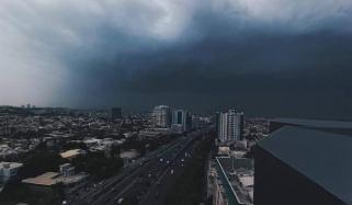 'بارش برسانے والا سسٹم کراچی سے آگے نکل گیا'