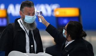 برطانیہ: دکانوں میں ماسک پہننے کو لازمی قرار دینے پر غور