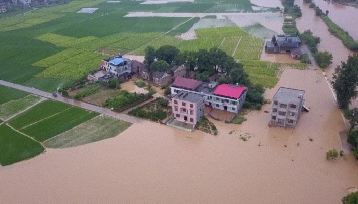 چین : طوفانی بارشوں سے تباہی ، 140 سے زائد افراد ہلاک