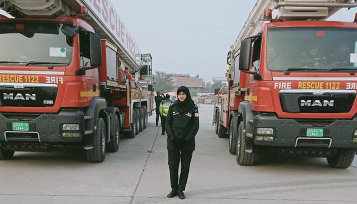پاکستان کی پہلی خاتون فائر فائٹر کون ہیں؟