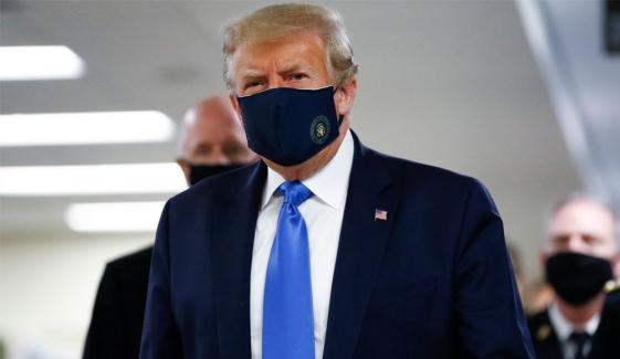 ٹرمپ نے بالآخر ماسک پہن لیا