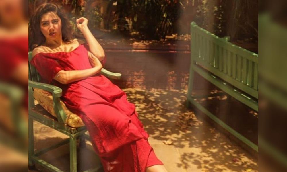 ماہرہ خان کی سرخ لباس میں خوبصورت تصویر وائرل