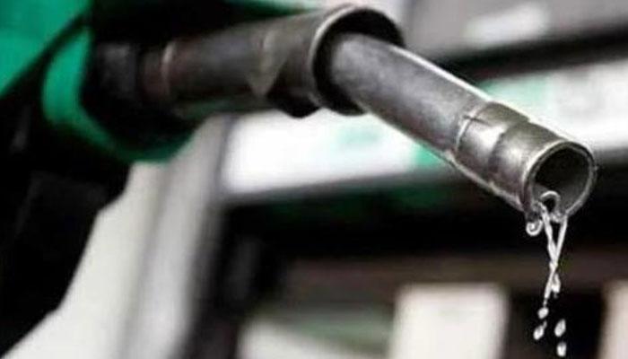 پیٹرول کی قیمت 7 روپے، ڈیزل ساڑھے 9 روپے بڑھانے کی تجویز