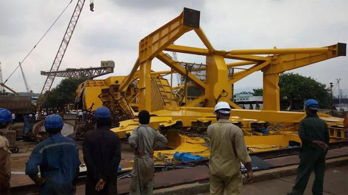 بھارت، بندرگاہ پر ٹرین گرنے سے 11 مزدور ہلاک ہوگئے
