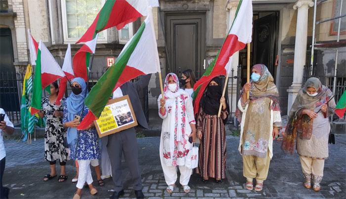 مقبوضہ کشمیر: فوجی لاک ڈاؤن کا ایک سال، برسلز میں بھارتی سفارتخانہ کے سامنے مظاہرہ