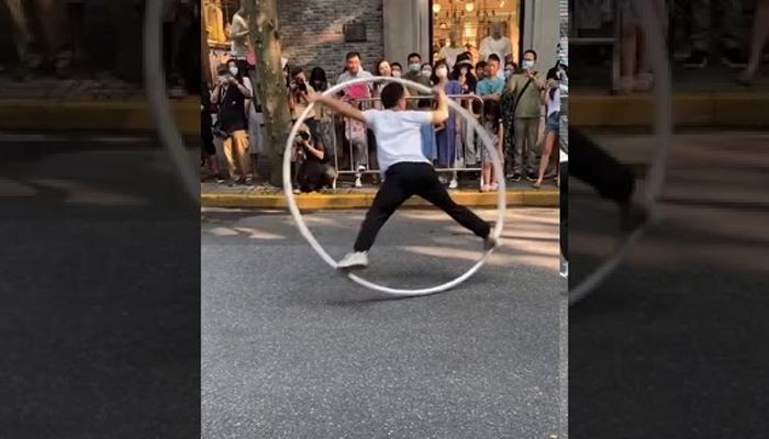 چینی نوجوان کا کرتب بازی کا شاندار مظاہرہ