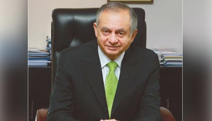 پاکستان میں ایک انڈسٹری پیچھے رہ گئی ہے جو شپنگ انڈسٹری ہے، مشیر تجارت