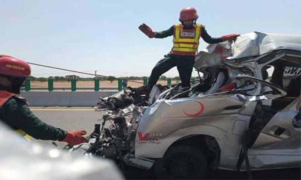 ملتان: میت لے جانیوالی ایمبولینس کی ٹرک سے ٹکر، 3 جاں بحق