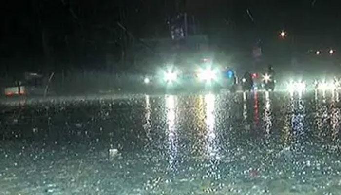 کراچی: مون سون بارش کے دوران کےالیکٹرک کا ترسیلی نظام درہم برہم