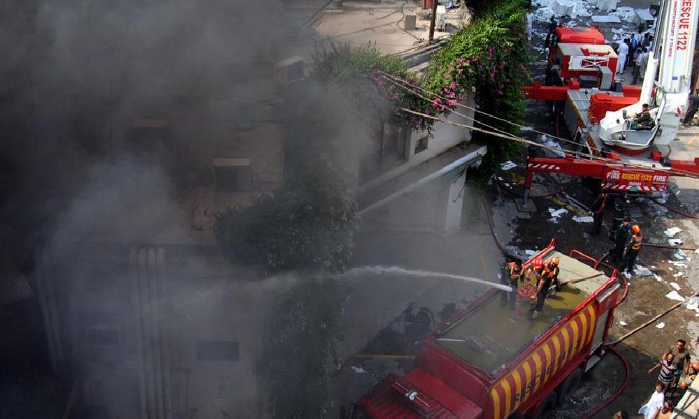 گوجرانوالہ :پلاسٹک فرنیچر بنانیوالی فیکٹری میں آتشزدگی
