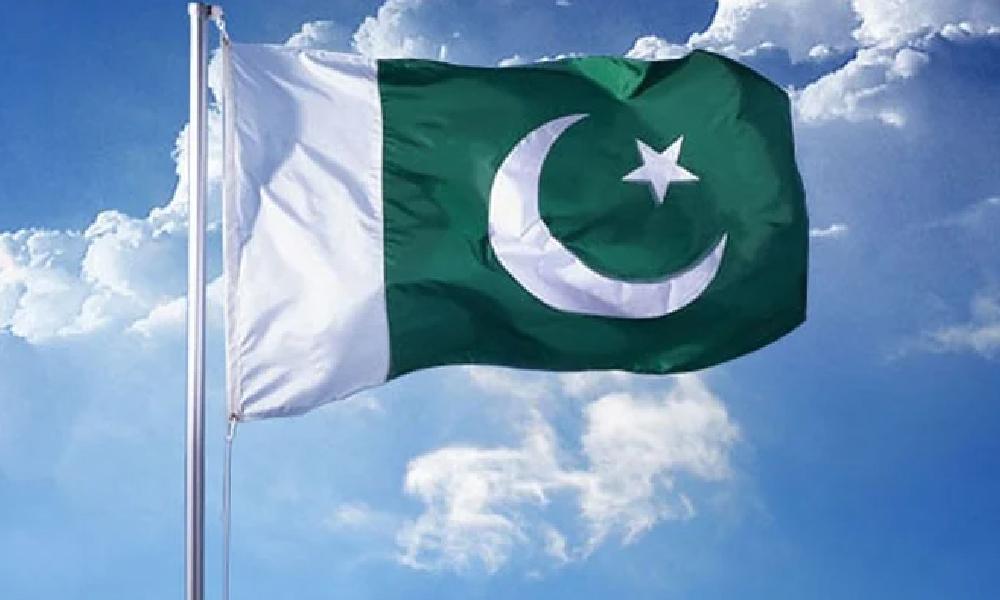 سکھر میں پاکستان کا دوسرا بڑا قومی پرچم لہرا دیا گیا