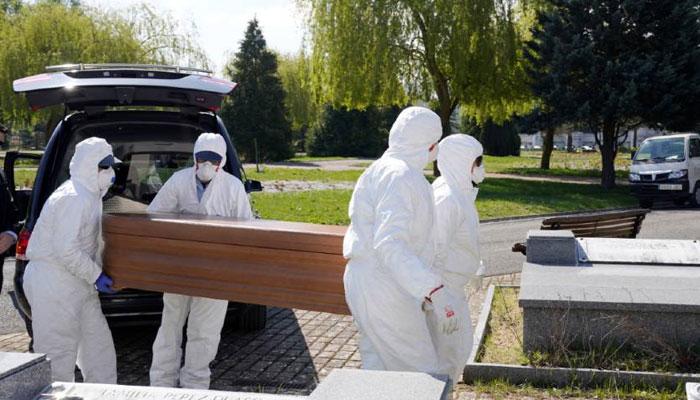 دنیا بھر میں کورونا سے ہلاکتیں 9 لاکھ سے بڑھ گئیں