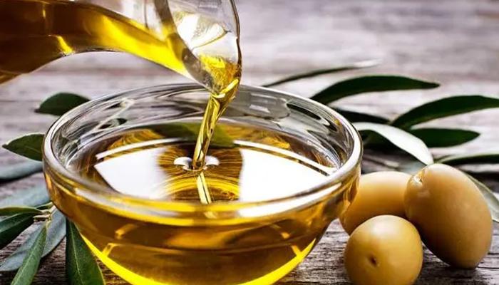 نہار منہ زیتون کا تیل استعمال کرنے کے حیرت انگیز فوائد