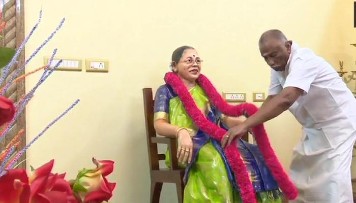 بھارت: شوہر کا اپنی آنجہانی اہلیہ کو منفرد انداز میں خراج تحسین