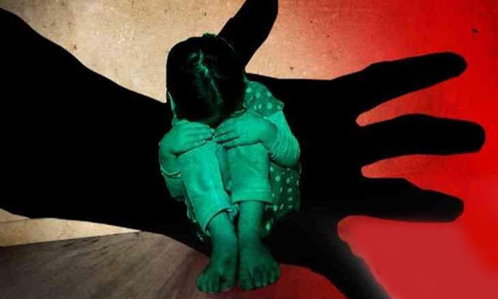 کراچی: 7 سالہ بچی سے زیادتی، والد نے ملزم کو پکڑ لیا