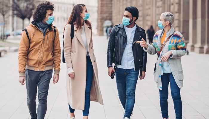 آہستہ بول کر عالمی وبا سے بچا جا سکتا ہے