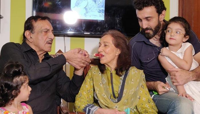 شادی کی گولڈن جوبلی کراچی میں منائی اس موقع پر مصطفیٰ قریشی آبدیدہ ہوگئے